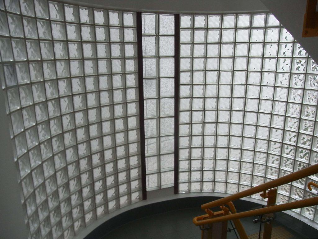 gạch kính lấy sáng cầu thang 1