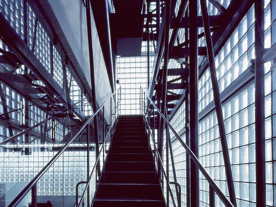 gạch kính lấy sáng cầu thang 2