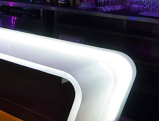 quầy bar từ tấm resin
